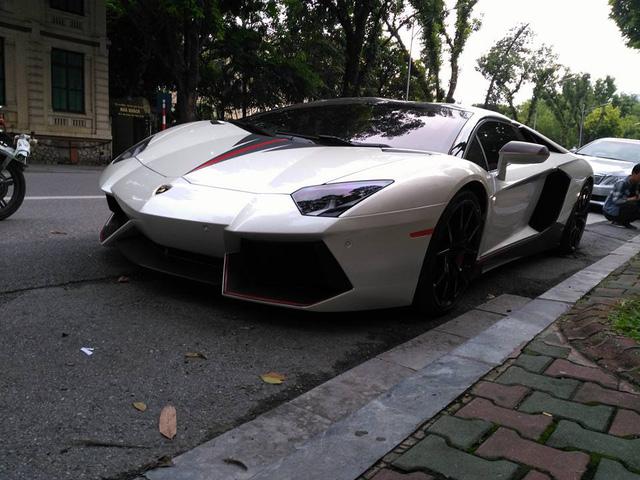 Lamborghini Aventador mui trần của đại gia Hà Nội tái xuất trên phố với bộ áo lạ mắt - Ảnh 1.