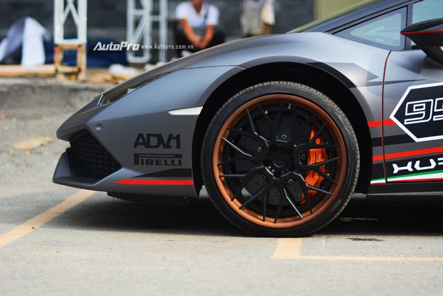 Soi kỹ chiếc Lamborghini Huracan độ cá tính của người chơi xe Sài thành - Ảnh 9.
