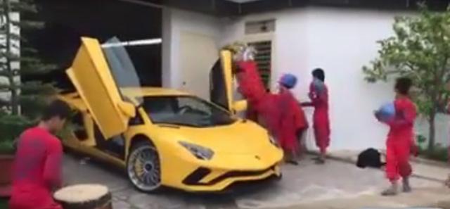 Lamborghini Aventador S đầu tiên cập bến Việt Nam xuất hiện tại quận 12 - Ảnh 2.