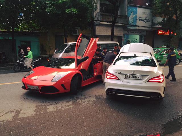 Bò già Lamborghini Murcielago đầu tiên tại Việt Nam lại dở chứng trên phố - Ảnh 2.
