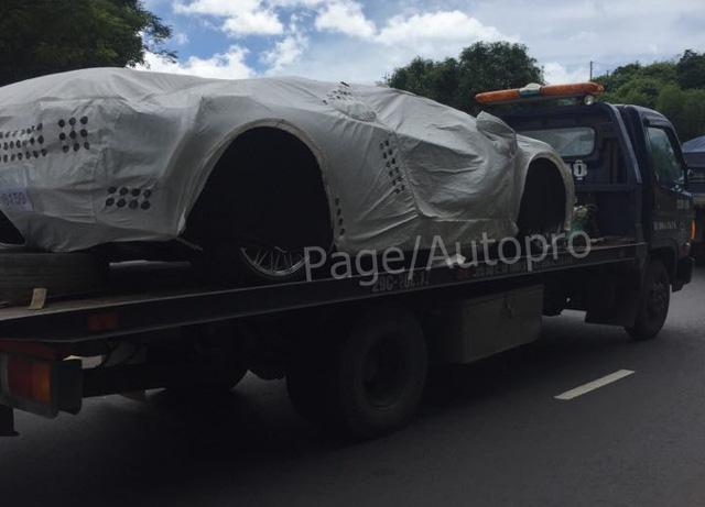Bắt gặp siêu xe Lamborghini Aventador S LP740-4 2017 trên đường vận chuyển vào Sài Gòn - Ảnh 1.