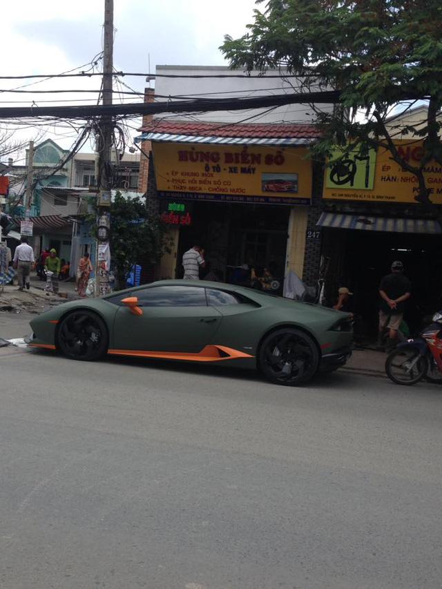 Lamborghini Huracan độ mâm bản giới hạn 273 triệu Đồng gắn biển số dưới lòng đường - Ảnh 3.