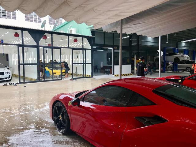Dàn siêu xe Ferrari và Lamborghini của đại gia Sài thành tụ tập tại quận 2 - Ảnh 7.