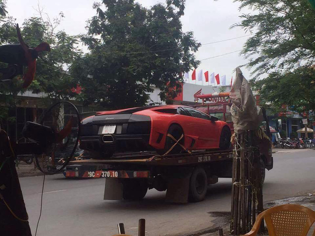Bò già Lamborghini Murcielago đầu tiên tại Việt Nam lại dở chứng trên phố - Ảnh 3.