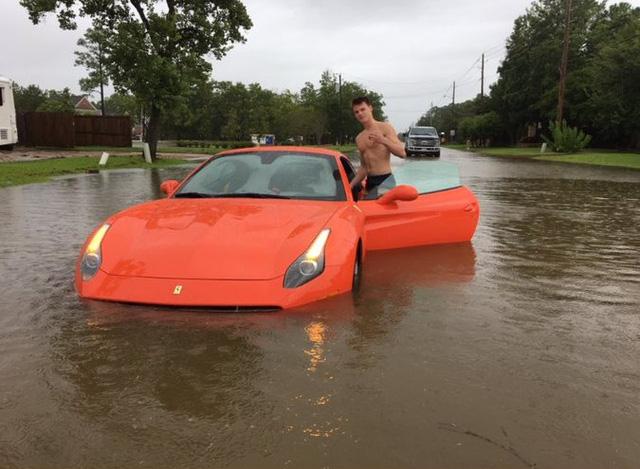 Nam thanh niên gây bão mạng với màn tạo dáng bên siêu xe Ferrari California T chết đuối trong bão Harvey - Ảnh 2.