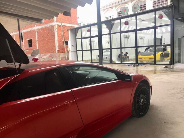 Dàn siêu xe Ferrari và Lamborghini của đại gia Sài thành tụ tập tại quận 2 - Ảnh 2.