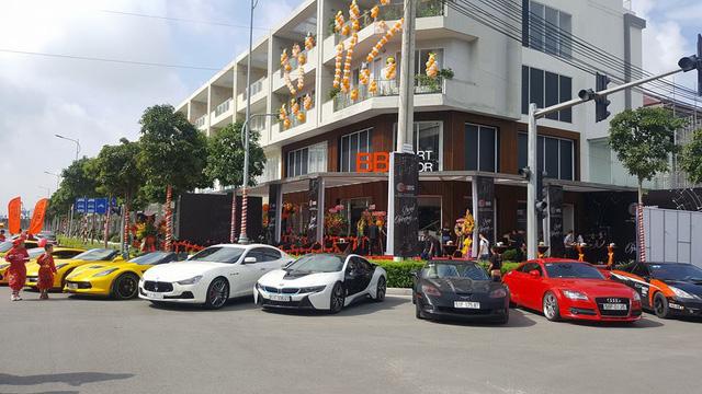 Dàn siêu xe và xe thể thao khủng của đại gia Sài thành tụ tập cuối tuần - Ảnh 4.
