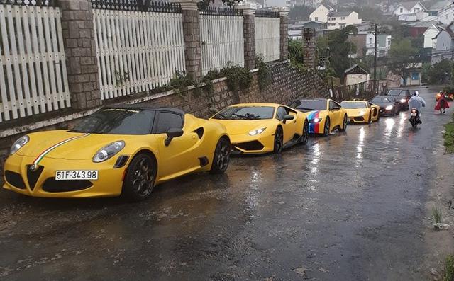 Siêu xe Aston Martin Vanquish hội ngộ cùng đoàn xe tông xuyệt tông màu vàng tại Đà Lạt trong cơn mưa lớn - Ảnh 6.