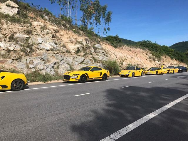 Sau Đà Nẵng, hàng chục siêu xe và xe thể thao tông xuyệt tông màu vàng di chuyển về Nha Trang - Ảnh 16.