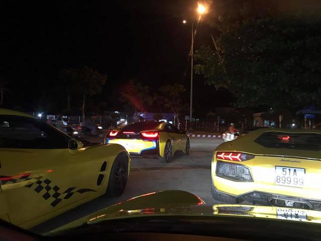 Hàng chục siêu xe và xe thể thao độ khủng vượt đèo Hải Vân trong cơn mưa lớn - Ảnh 9.