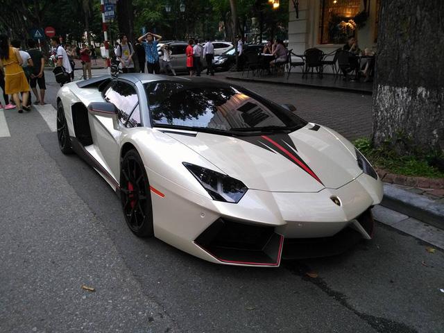 Lamborghini Aventador mui trần của đại gia Hà Nội tái xuất trên phố với bộ áo lạ mắt - Ảnh 2.