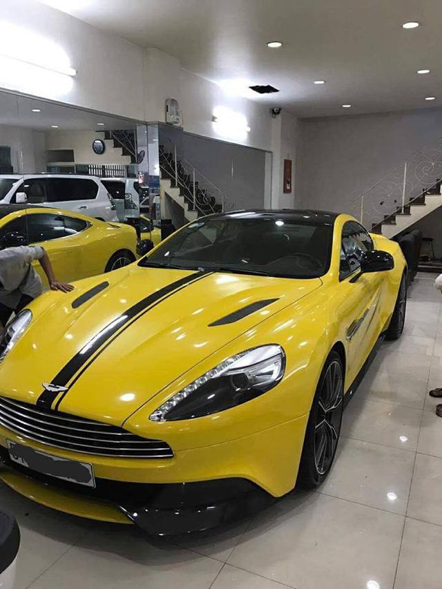 Sau khi dán đề-can màu vàng, dàn xe thể thao khủng của đại gia Sài thành chen chúc trên xe chuyên dụng - Ảnh 6.