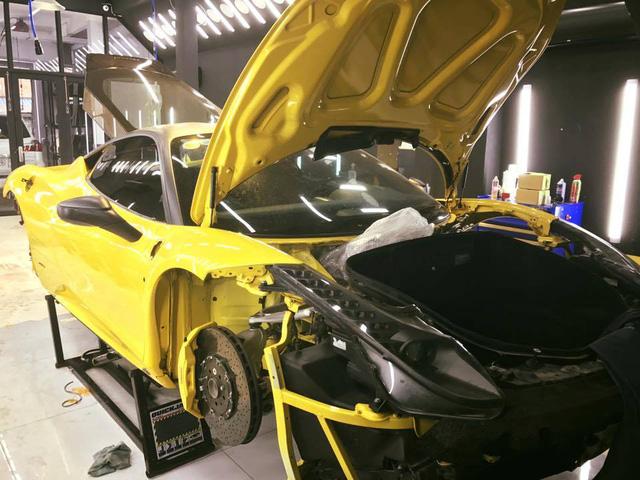 Siêu xe Ferrari 458 Italia đầu tiên tại Việt Nam chuẩn bị độ Liberty Walk - Ảnh 2.