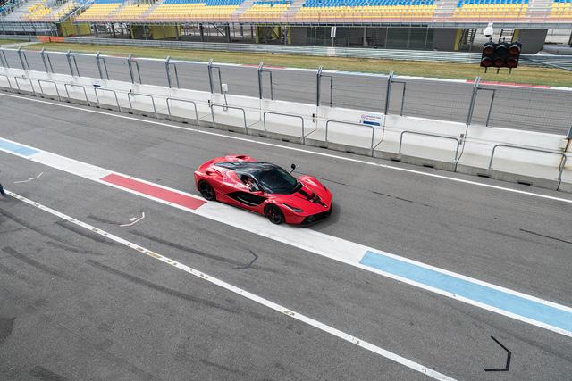 Đại tiệc siêu xe ở trường đua TT-Circuit Assen Hà Lan - Ảnh 5.