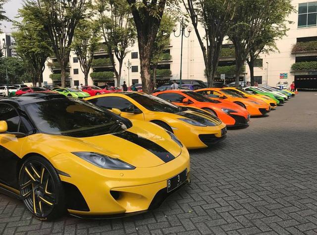 Hơn 30 siêu xe của đại gia Indonesia vây kín khu vực đậu xe tại Jakarta - Ảnh 3.