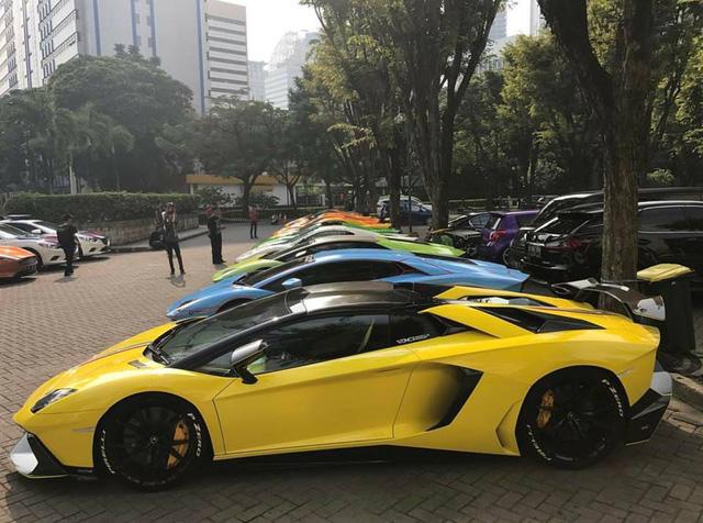 Hơn 30 siêu xe của đại gia Indonesia vây kín khu vực đậu xe tại Jakarta - Ảnh 4.
