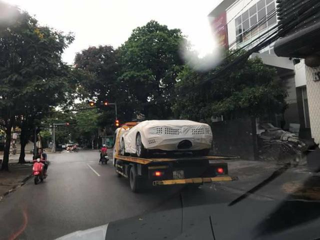 Siêu xe Lamborghini Aventador S LP740-4 2017 đầu tiên về Việt Nam đã xuất hiện trên phố - Ảnh 2.