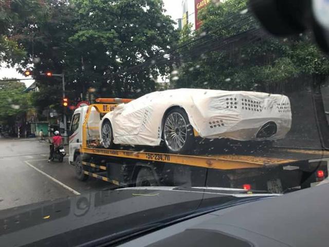 Siêu xe Lamborghini Aventador S LP740-4 2017 đầu tiên về Việt Nam đã xuất hiện trên phố - Ảnh 1.