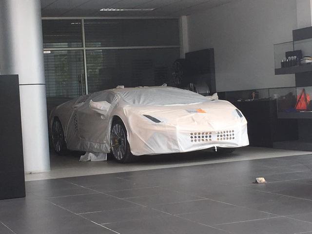 Aventador S LP740-4 2017 xuất hiện trong đại lý Lamborghini chính hãng Hà Nội - Ảnh 2.