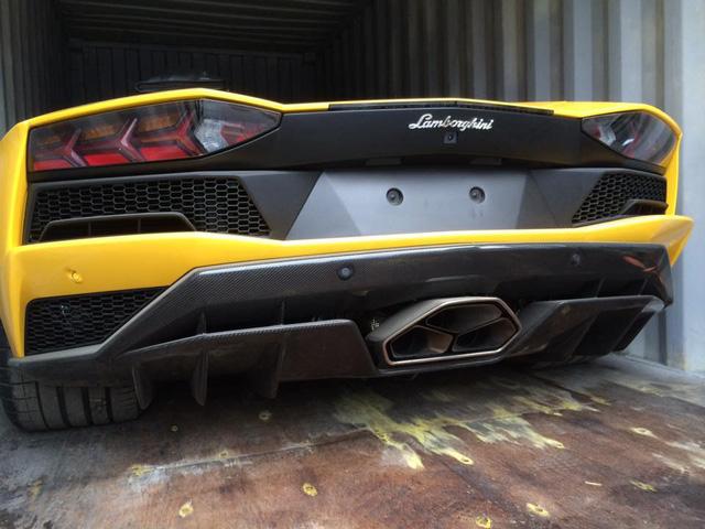 Aventador S LP740-4 2017 xuất hiện trong đại lý Lamborghini chính hãng Hà Nội - Ảnh 4.