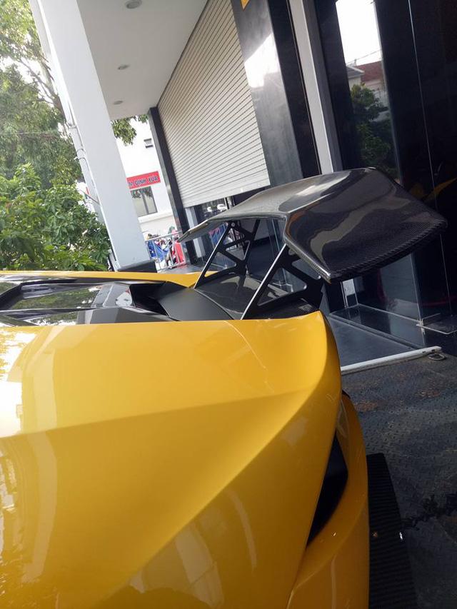 Lamborghini Huracan độ khủng của Cường Đô-la được vận chuyển ra Đà Nẵng - Ảnh 2.