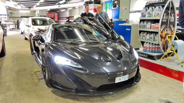 Cựu tay đua F1 Mika Pauli Hakkinen lái siêu xe triệu USD tham quan triển lãm Geneva 2017 - Ảnh 6.