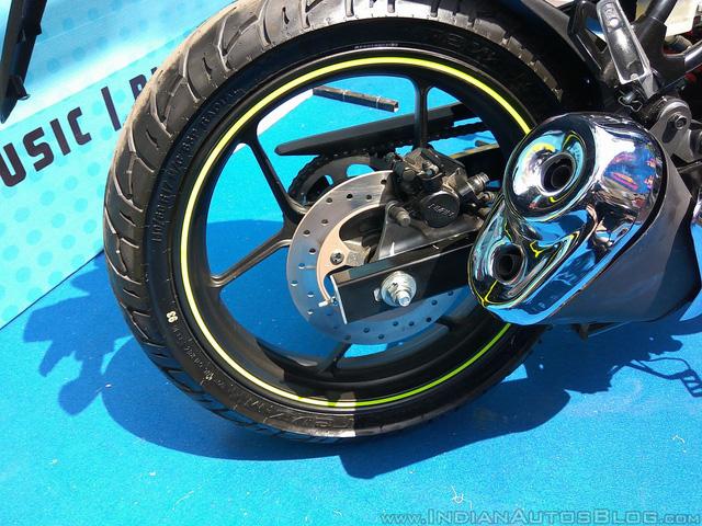 Xe côn tay Suzuki Gixxer 2017 với vành hợp kim 2 màu xuất hiện tại đại lý - Ảnh 10.