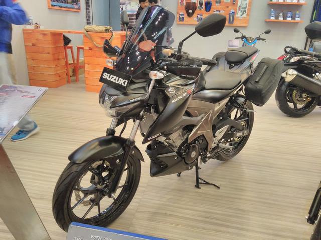Cận cảnh phiên bản Touring của Suzuki GSX-S150 mới ra mắt Việt Nam - Ảnh 4.