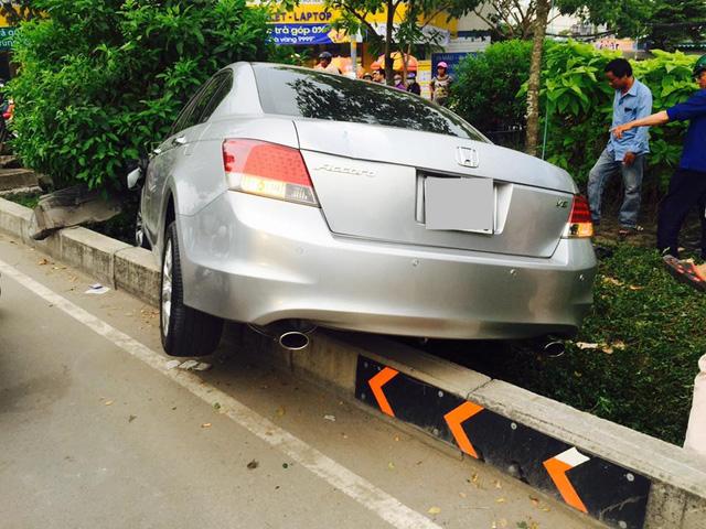 Sài Gòn: Kinh hoàng Honda Accord hạ gục 6 xe máy trên phố, nhiều người bị thương nặng - Ảnh 3.