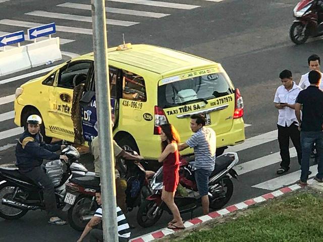 Đà Nẵng: Va chạm với Toyota Fortuner, taxi lật nghiêng trên phố - Ảnh 3.