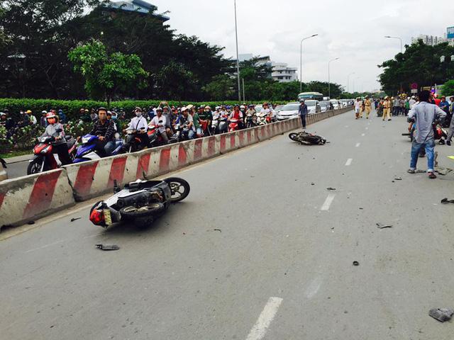 Sài Gòn: Kinh hoàng Honda Accord hạ gục 6 xe máy trên phố, nhiều người bị thương nặng - Ảnh 5.