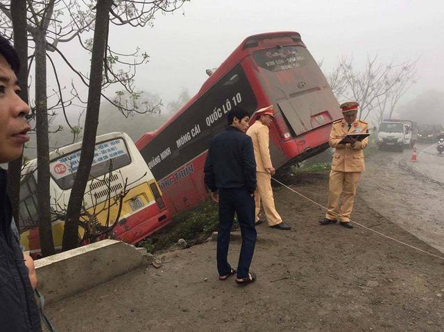 Ninh Bình: Nữ chủ xe khách bị xe buýt tông tử vong - Ảnh 3.
