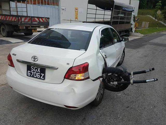 Kinh hoàng hiện trường vụ tai nạn của Toyota Vios và mô tô chuyên phượt BMW R1200GS - Ảnh 2.