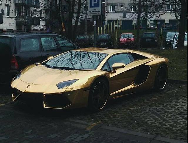 Siêu xe Lamborghini Aventador mạ vàng bị tông nát đầu tại ngã tư - Ảnh 5.