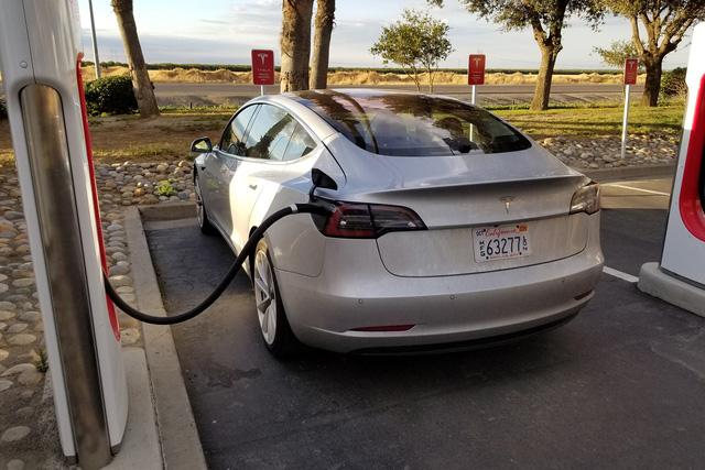 Consumer Reports và mối yêu hận tình thù với Tesla - Ảnh 1.