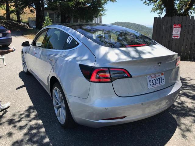 Sách hướng dẫn sử dụng Tesla Model 3 lần đầu lộ diện với nhiều thông tin chưa từng công bố - Ảnh 2.