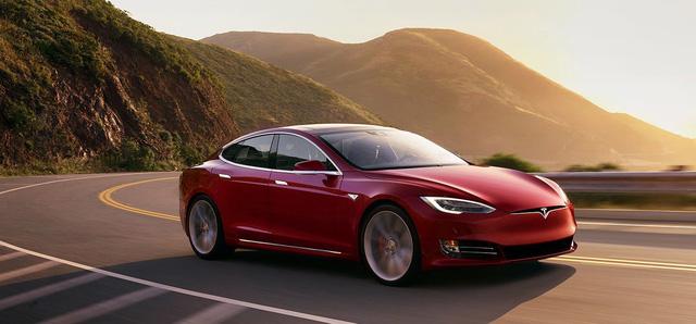 """Porsche thừa nhận bị Tesla """"cướp"""" khách - Ảnh 1."""