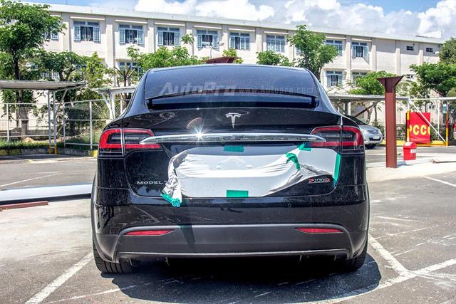 Soi SUV điện Tesla Model X P100D đầu tiên tại Việt Nam - Ảnh 8.
