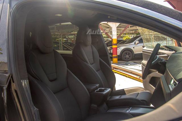 Soi SUV điện Tesla Model X P100D đầu tiên tại Việt Nam - Ảnh 15.
