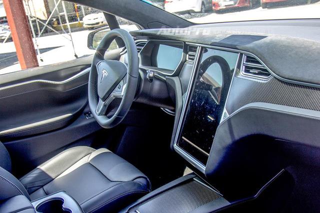Soi SUV điện Tesla Model X P100D đầu tiên tại Việt Nam - Ảnh 20.