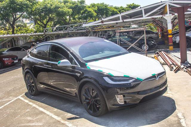 Soi SUV điện Tesla Model X P100D đầu tiên tại Việt Nam - Ảnh 2.
