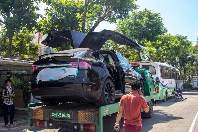 Soi SUV điện Tesla Model X P100D đầu tiên tại Việt Nam - Ảnh 10.
