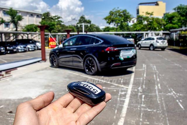 Soi SUV điện Tesla Model X P100D đầu tiên tại Việt Nam - Ảnh 6.