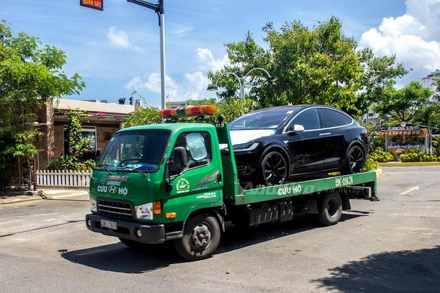 Soi SUV điện Tesla Model X P100D đầu tiên tại Việt Nam - Ảnh 4.