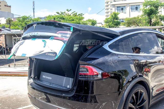 Soi SUV điện Tesla Model X P100D đầu tiên tại Việt Nam - Ảnh 9.
