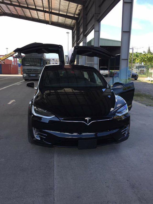 SUV điện Tesla Model X P100D thứ 2 cập bến tại Việt Nam, giá từ 8 tỷ Đồng - Ảnh 1.