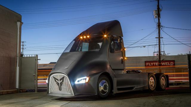 Vừa ra mắt, siêu xe tải điện của Tesla đã gặp đối thủ - Ảnh 4.