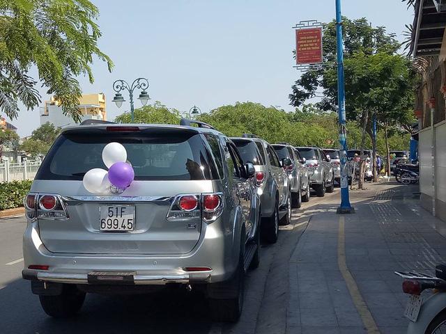 Dàn xe Toyota Fortuner tham gia rước dâu tại Sài thành - Ảnh 2.