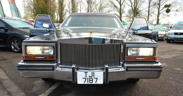 Xe limousine Cadillac cũ của Tổng thống Donald Trump tìm chủ mới - Ảnh 2.