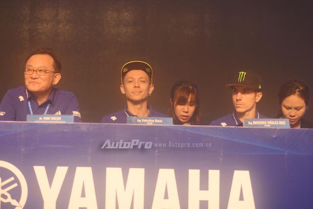 Lần đầu đến Việt Nam, Valentino Rossi thích thú với nhiều xe máy lưu thông trên đường - Ảnh 4.
